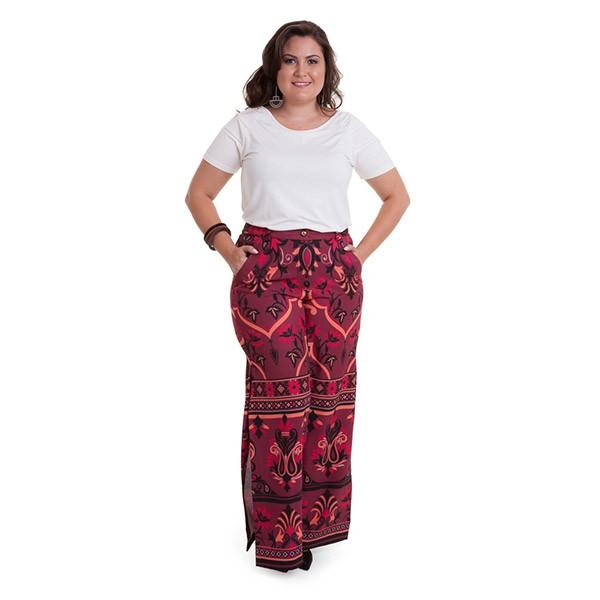 Calça estampada com bolso e fenda lateral