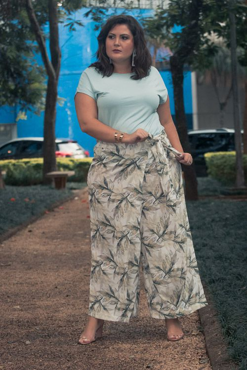 Calça plus size pareô estampada