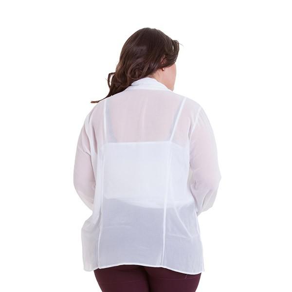 Camisa plus size de chiffon com babado na vista e laço no punho