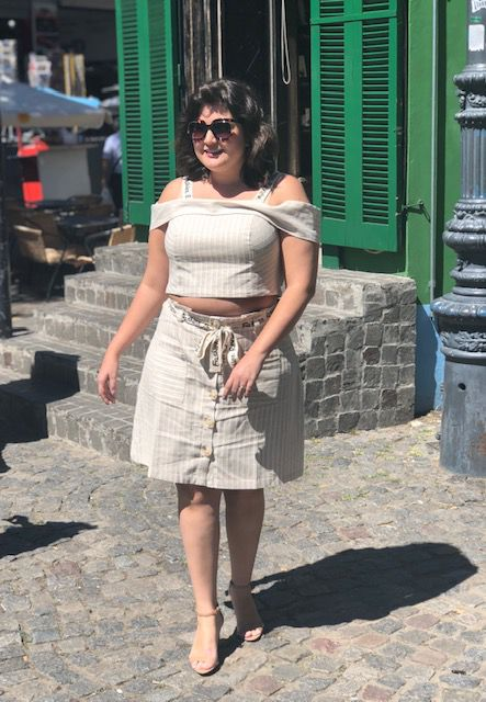 Conjunto plus size bege linho faixa saia e cropped