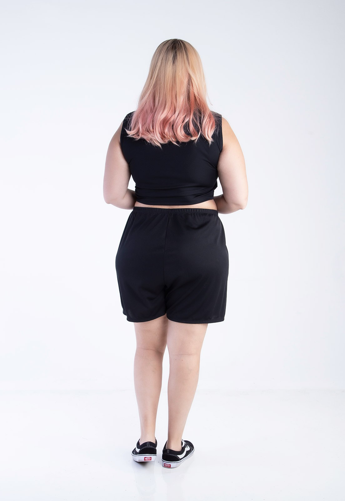Cropped plus size com barra ondulada