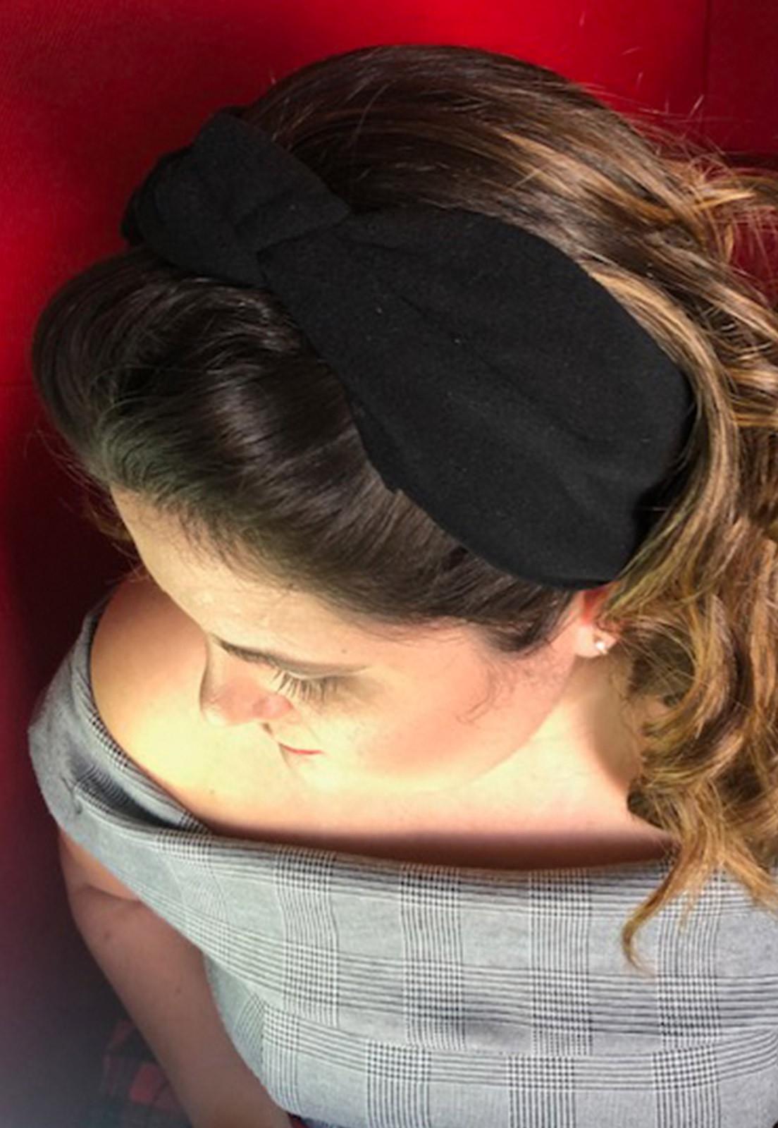 Faixa de cabelo com nózinho preta