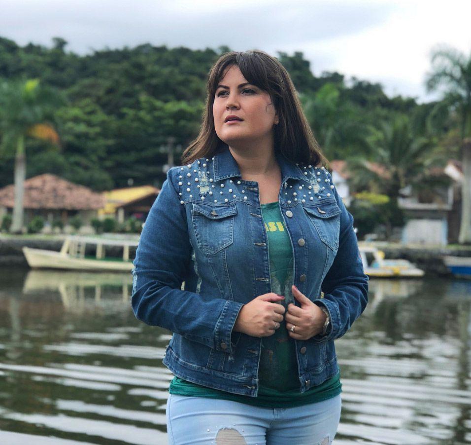 Jaqueta jeans com pérolas