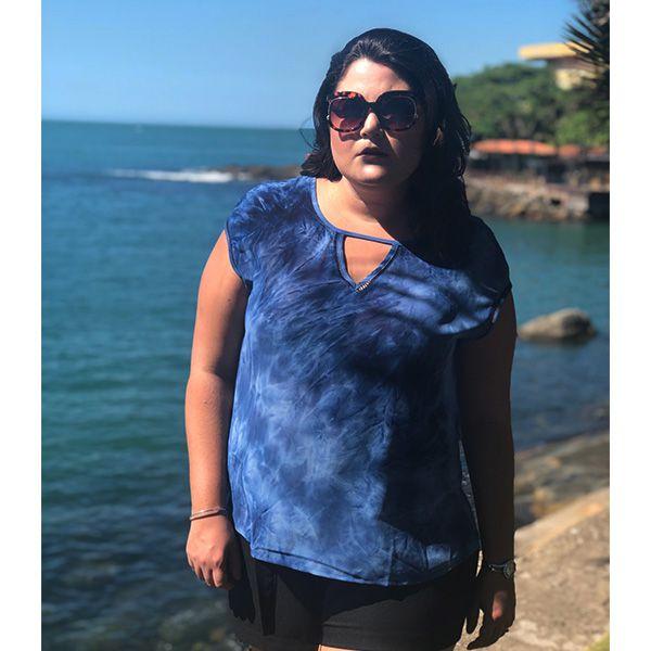 Regata plus size tie dye azul