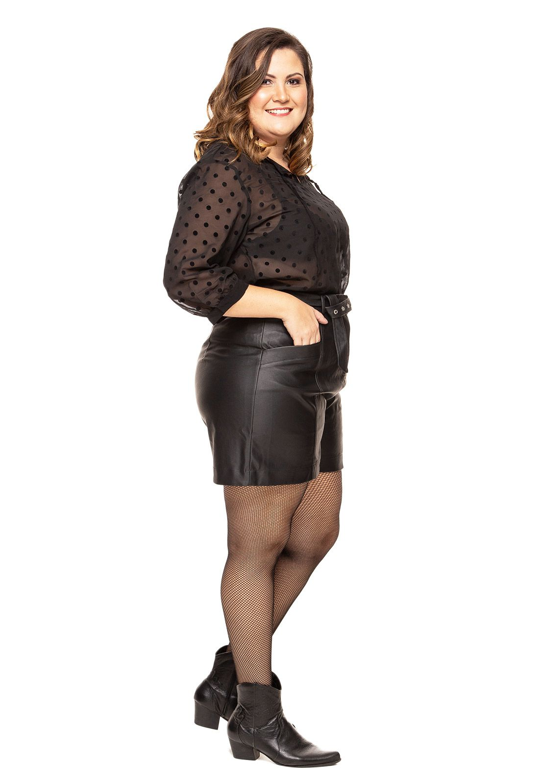 Shorts plus size em couro preto