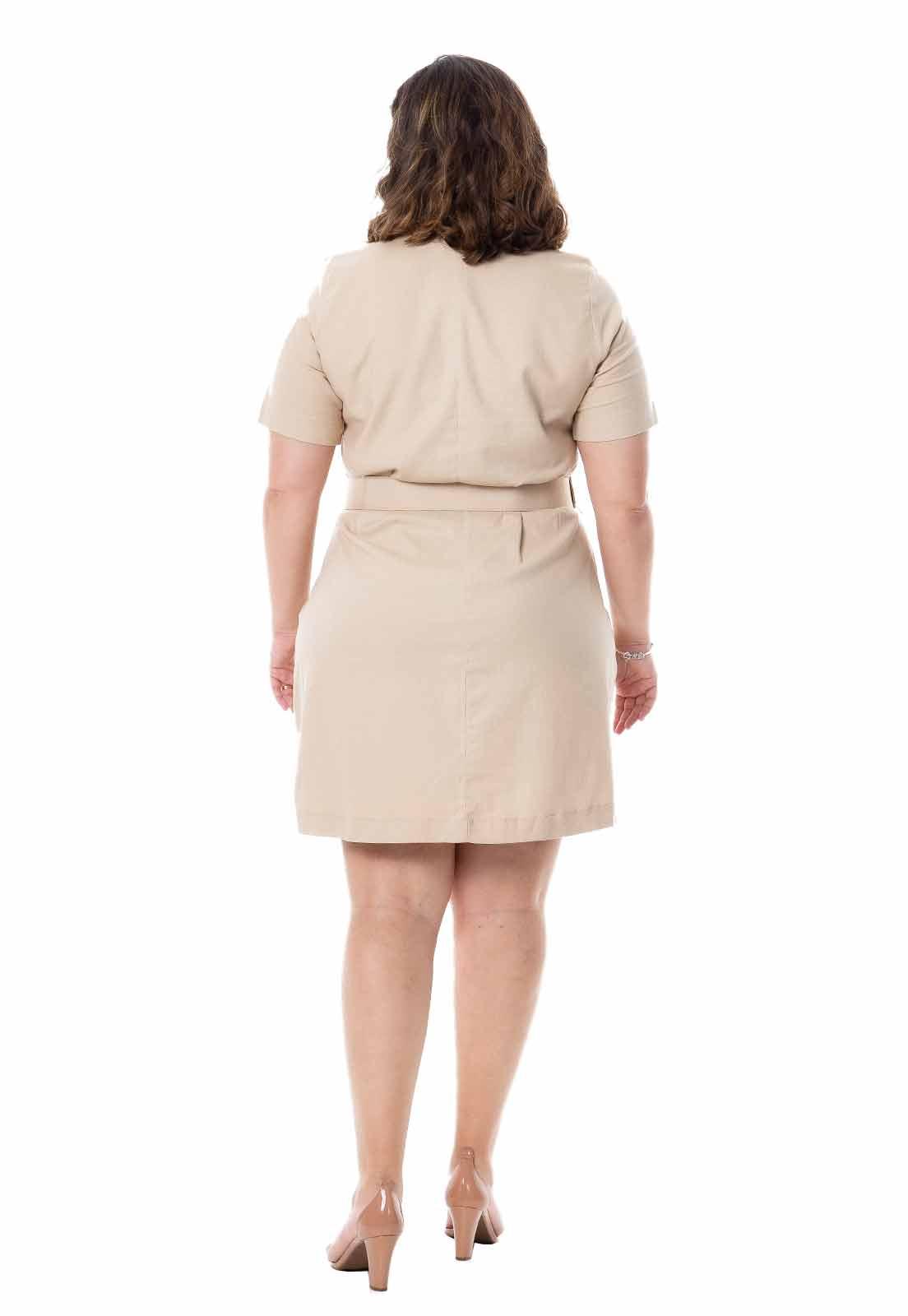 Vestido plus size chemisier em linho com cinto
