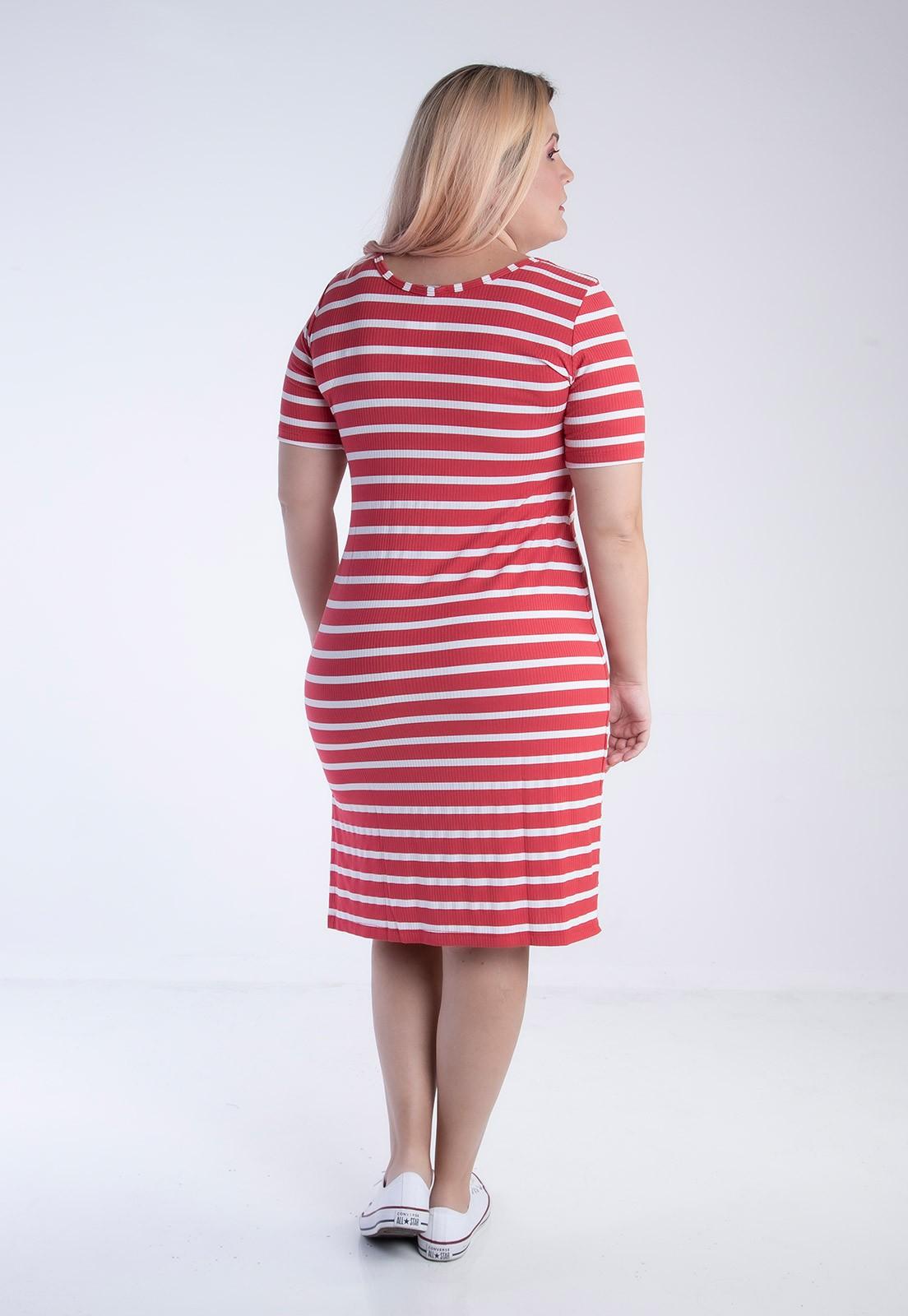 Vestido plus size listrado bicolor vermelho