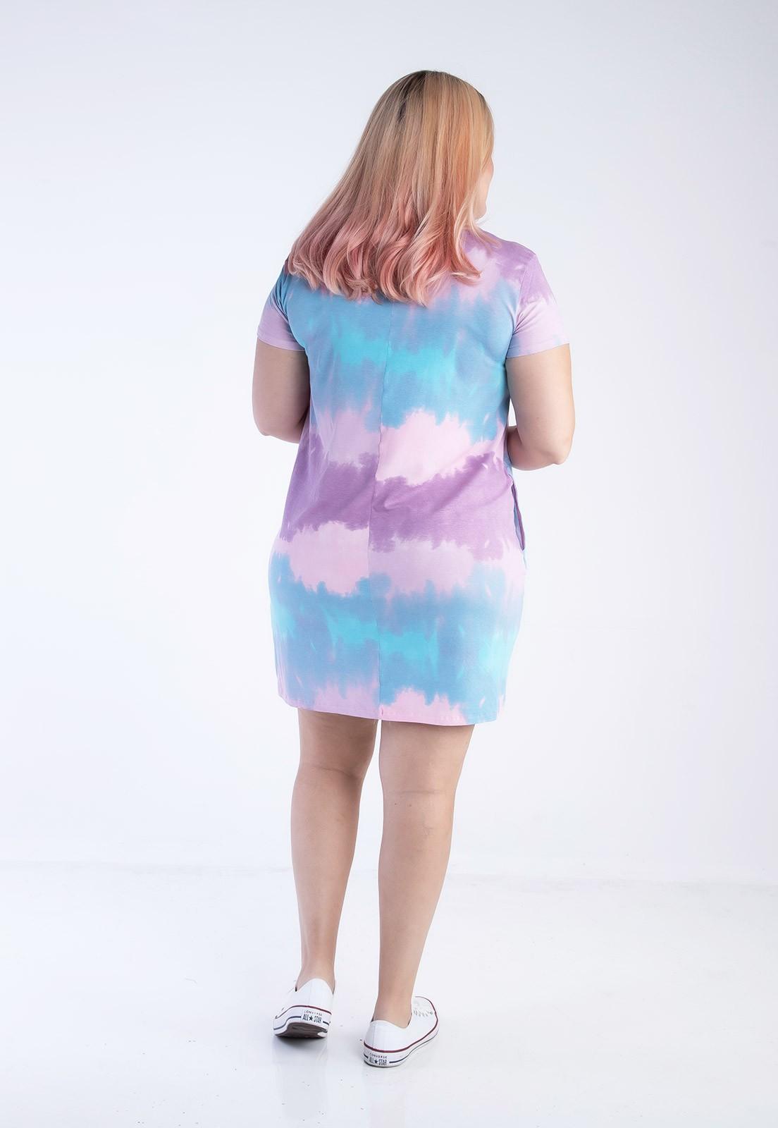 Vestido plus size tie dye rosa e azul