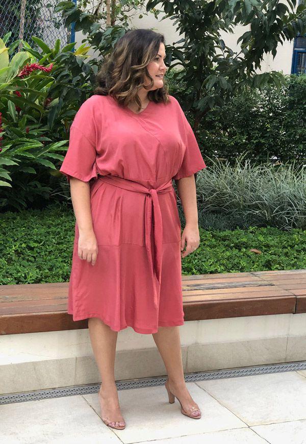 Vestido plus size transpassado hibisco