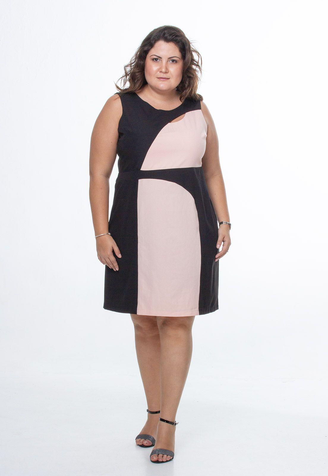 Vestido tubinho com recorte preto e rosa plus size