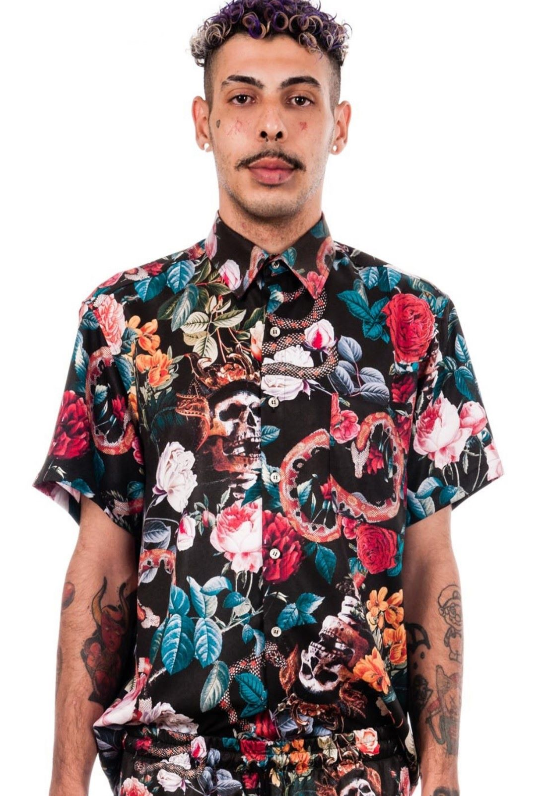 Camisa Estampada Floral Sem Gênero ElephunK Caveiras Cobras Preta