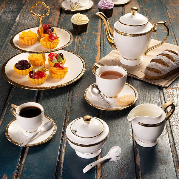 Jogo 6 xícaras 200ml para chá de porcelana branca e dourado com pires Paddy Wolff - 25113