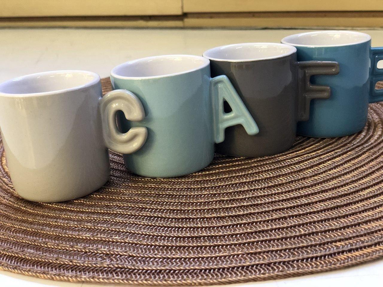 Jogo 4 xícaras 70ml para café de porcelana colorido com suporte Letters Bon Gourmet - 30366