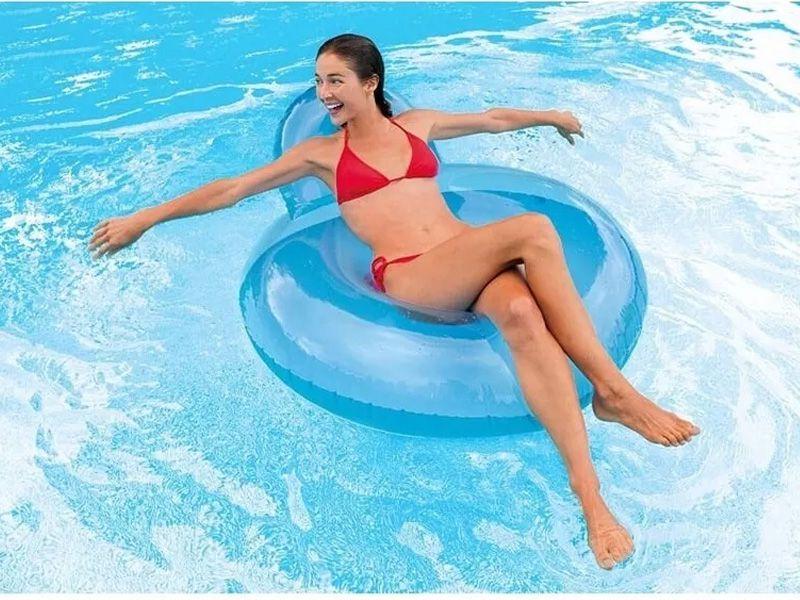 Boia para piscina Poltrona com encosto inflável redonda modelo Guarujá 1,37m x 1,22m Intex Azul 58889-1