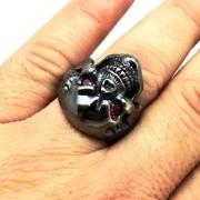 Anel Crânio Skull Olhos De Rubi Prata De Lei Negra Envelhecida 13999