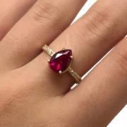 Anel Feminino Rubi Vermelho Aro com Pedras Ouro 18K 23745 K370