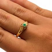 Anel Esmeralda e Diamantes Ouro 18K 09133 K610