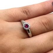 Anel Rubi Diamantes Naturais Extra Ouro Branco 18K 24314 K480