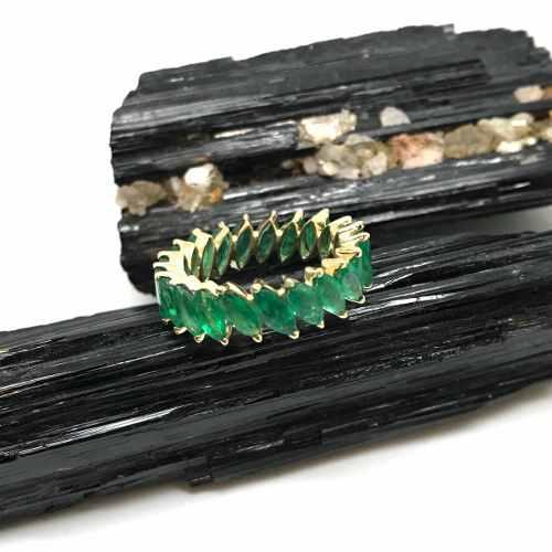 Aliança Inteira Esmeralda Natural Navetes 3X6 Milimetros Ouro 18K 24512 K2120