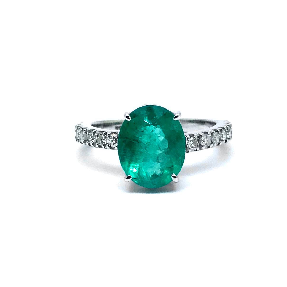 Anel Esmeralda e Diamantes Naturais 2,36Cts Ouro Branco 18K 24505 K1450