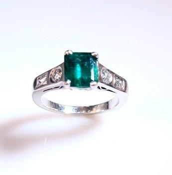 Anel Esmeralda e Diamantes Naturais Em Platina 10619 K2800