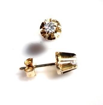 Brinco Diamante Classico 32 Pontos Ouro 18K Tradicional k895