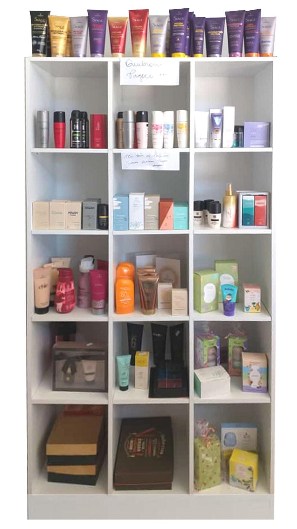 Kit 4 Expositores Para Perfumaria: 2 Colméia Bia + 2 Liz