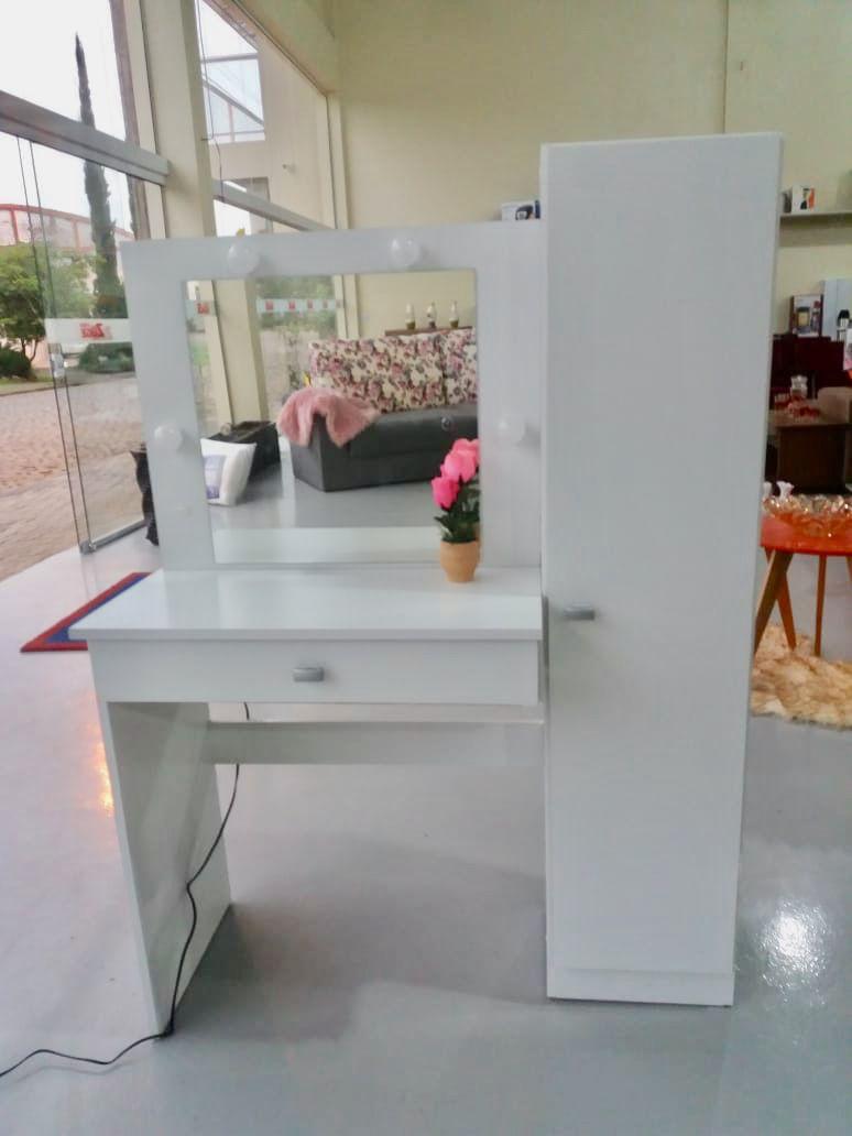Penteadeira Camarim Branca Com Luzes E Espelho Magia Móveis