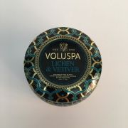 Mini vela VOLUSPA lata 25H Lichen e Vetiver
