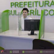 Barreira de Proteção em Acrílico p/ Mesas de Órgãos Públicos