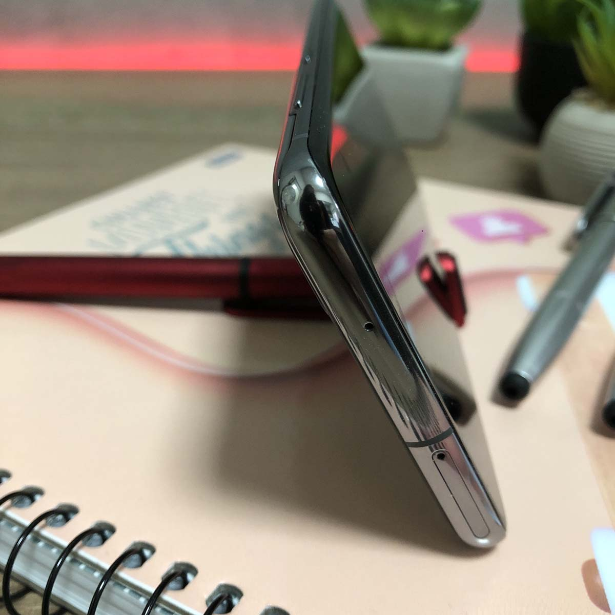 Caneta 4 em 1 Touch com suporte para Celular limpa tela Prata