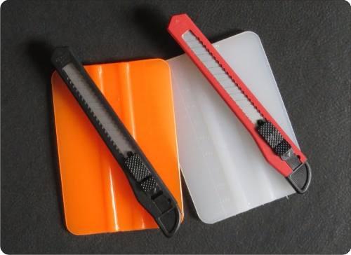 Kit com Espátula e Estilete Plasticos para Envelopamentos
