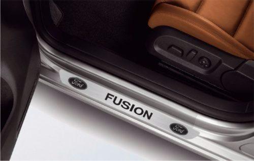 Soleira para Carro Em Adesivo Aço Escovado, Preto Fosco e Fibra De Carbono