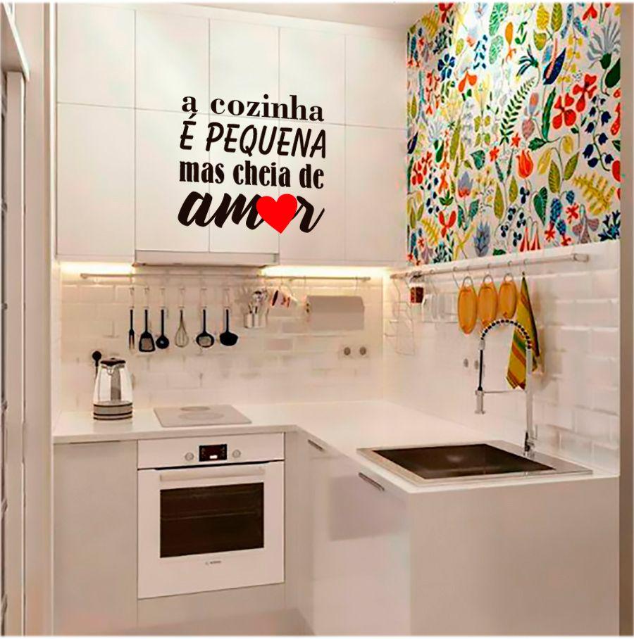 """Adesivo Decorativo Parede """"A cozinha é pequena mas cheia de amor"""""""