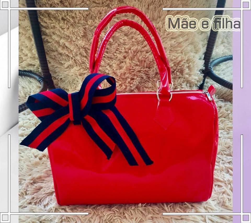 3ad247441 Bolsa Mãe e Filha: Vermelha Envernizada com Laço | LANÇAMENTO ♡ ♡ - Helô  Kids