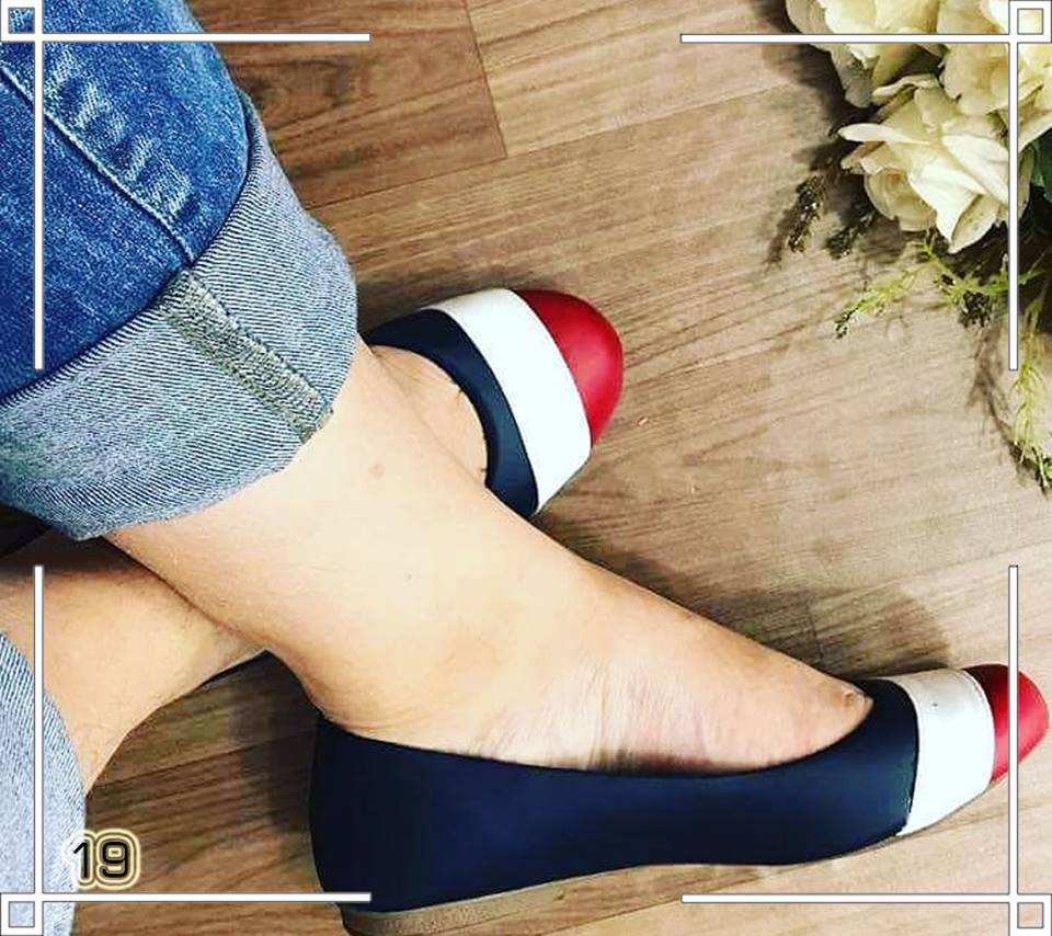 Sapatilha Azul Escura com Bico Redondo Branco e Vermelho ♡ ♡