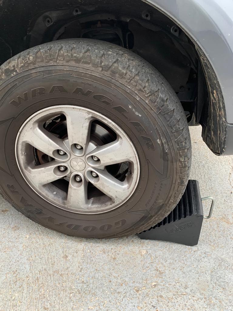 Calços Para Pneus de Carros e Camionetes