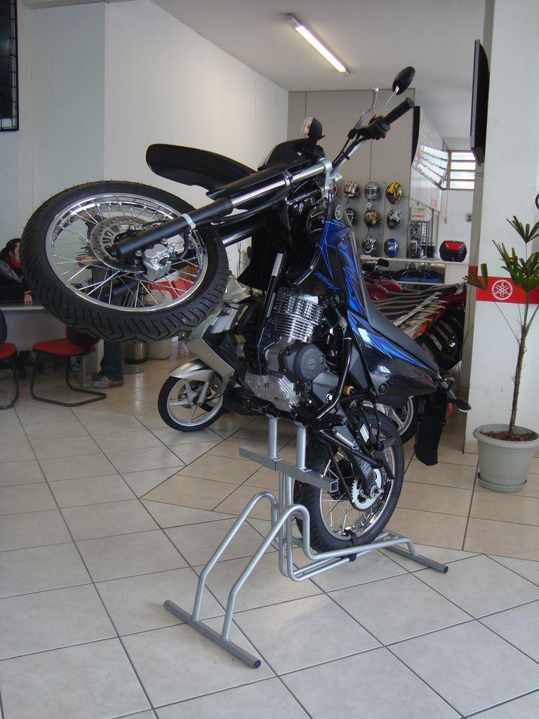 Expositor Para Moto Modelo Vertical Plus - Maki