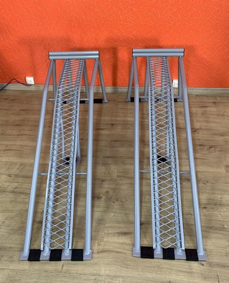 Rampa Expositora Para Carros 46cm de elevação Capacidade 4.000kg com Chapa Expandida (Par) Maki