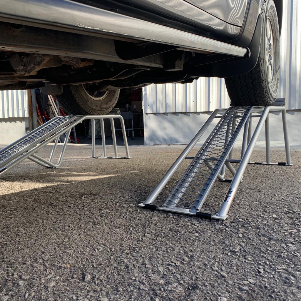 Rampa Expositora Para Carros 46cm de Elevação Capacidade 4.000Kg (Par) Maki - Ref. 46