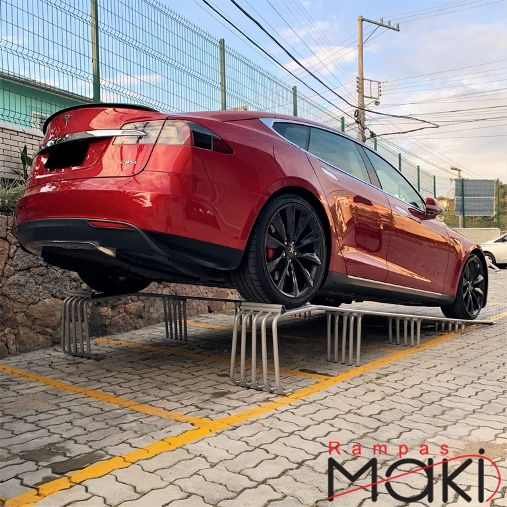Rampa Expositora Para Carros 60cm de Elevação Capacidade 3.000Kg (Par) Maki - Ref. 02