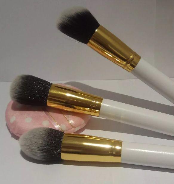 Kit Pinceis maquiagem + esponja de veludo