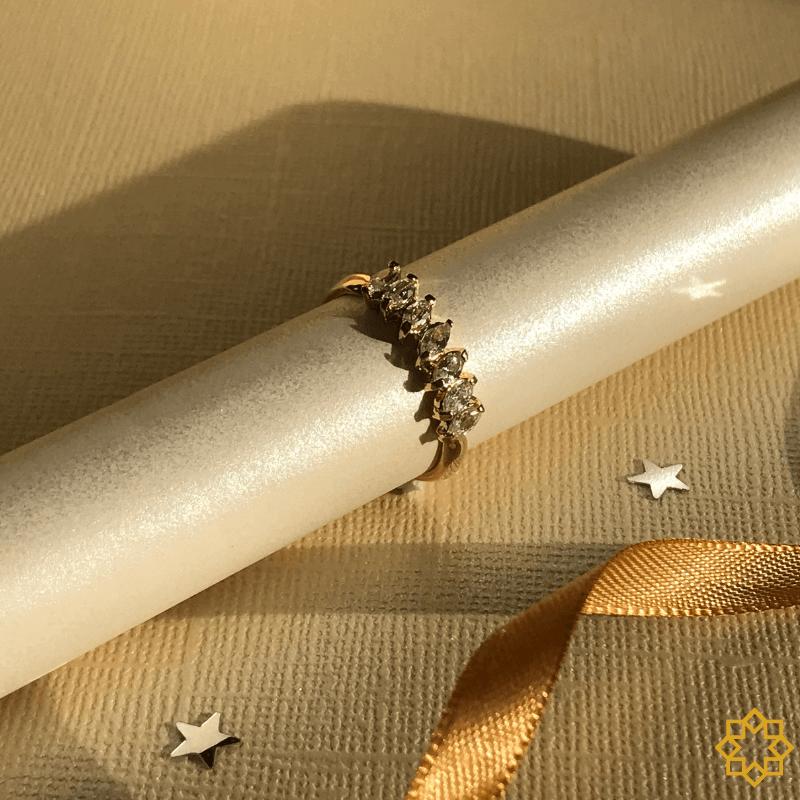 Aparador De Aliança Com Zirconias Emanuela banhado em ouro 18k