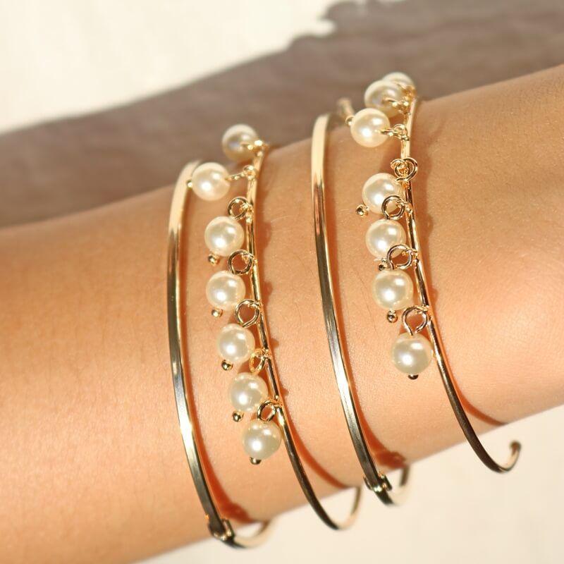 Bracelete Com Pingentes de Pérolas banhado em ouro champagne