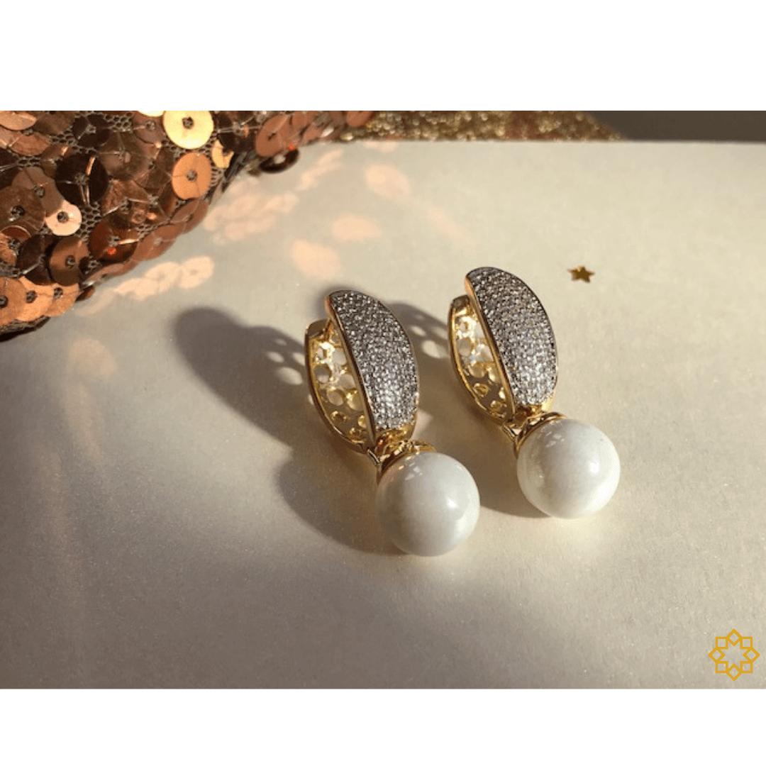 Brinco De Argola Com Pérola Shell E Zirconias  Ana Luiza banhado em ouro 18k