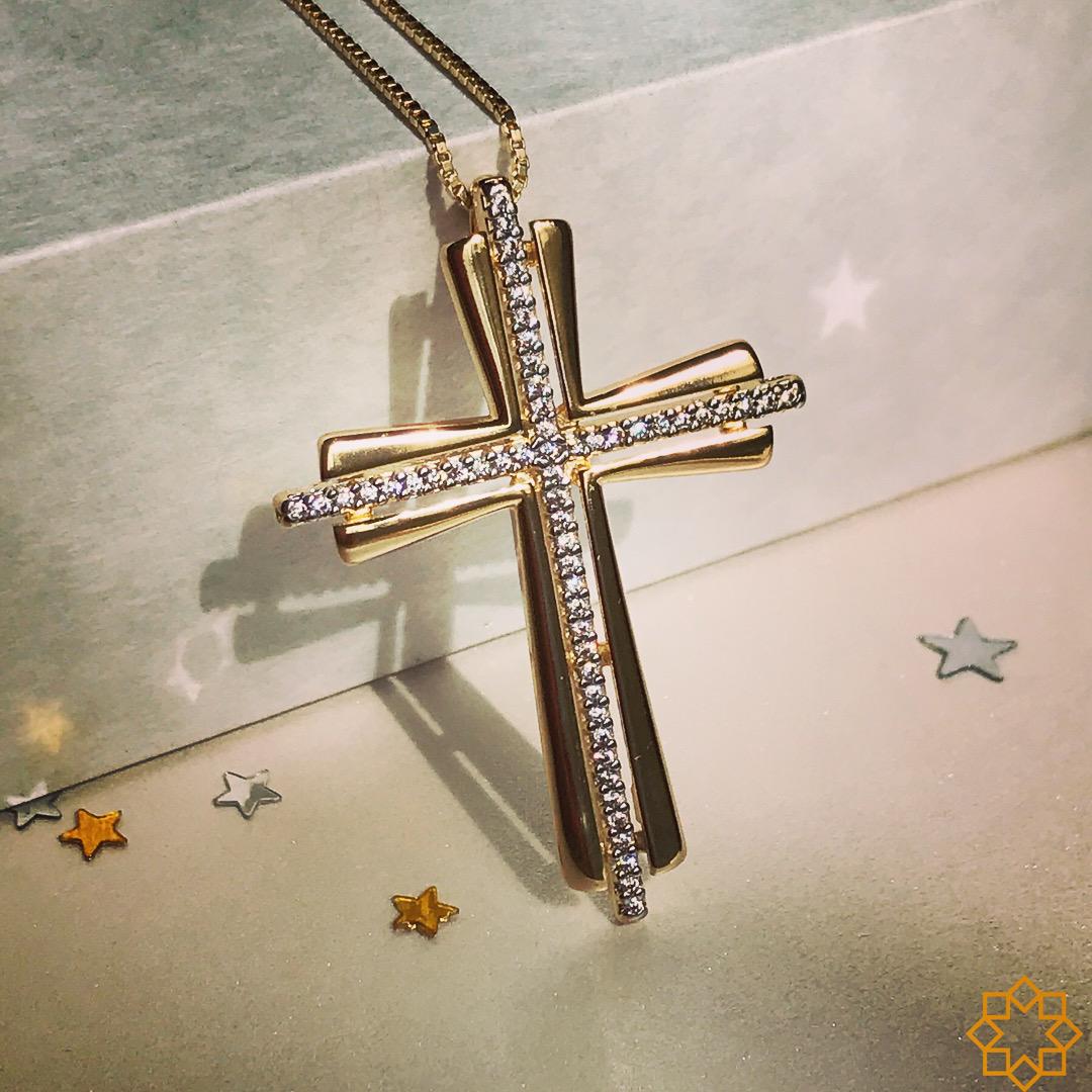 Colar Feminino com Crucifixo luxo banhado em ouro 18k com Zirconias Cruz