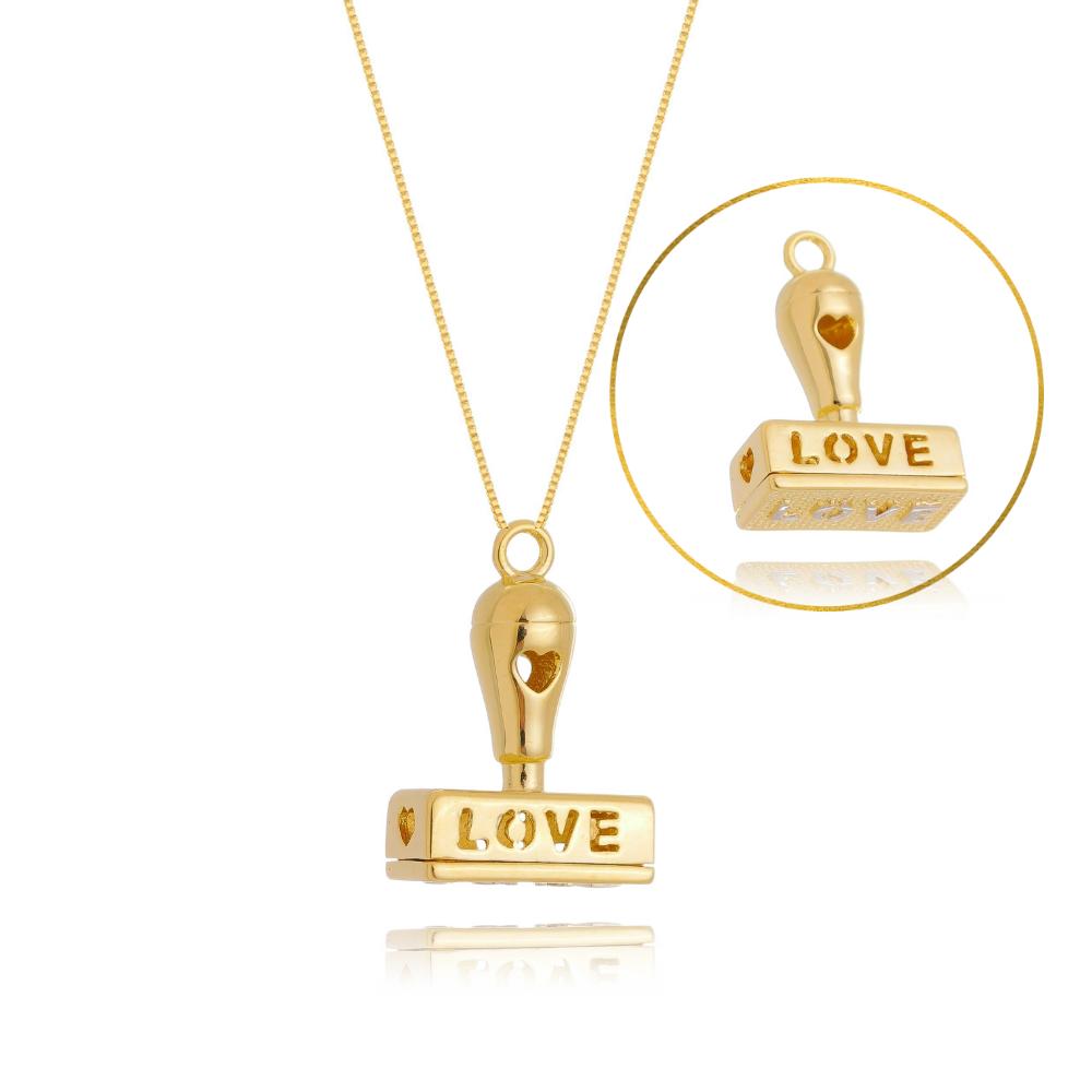 Colar de Carimbo LOVE com detalhe em coração banhado em ouro 18k