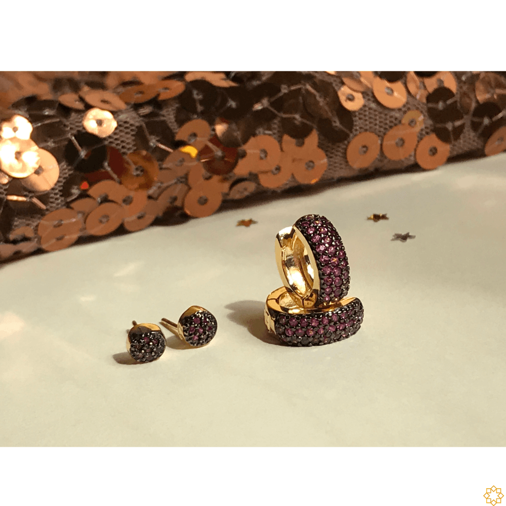 Conjunto Brinco de Argola com Segundo Furo bolinha zirconias rubi banhado em ouro 18k