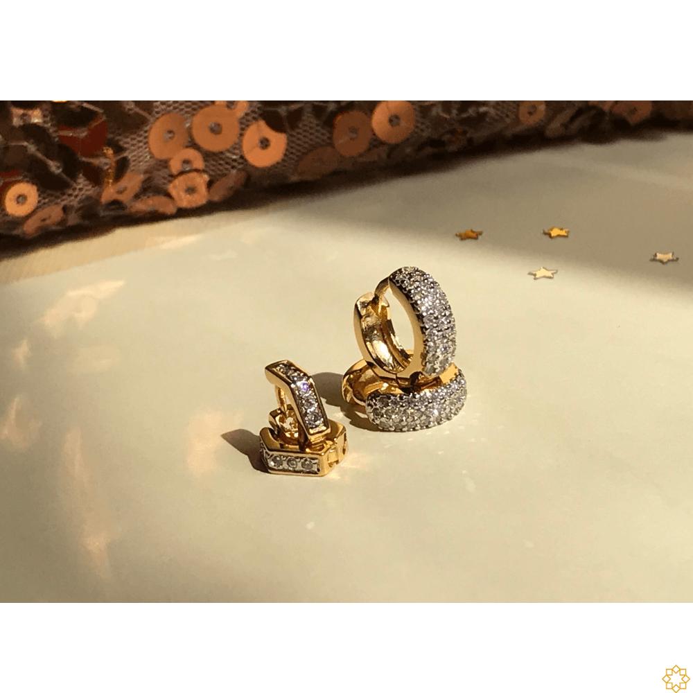 Conjunto Brinco de Argola Primeiro e Segundo Furo zirconias com argolinha losango banhado em ouro 18k