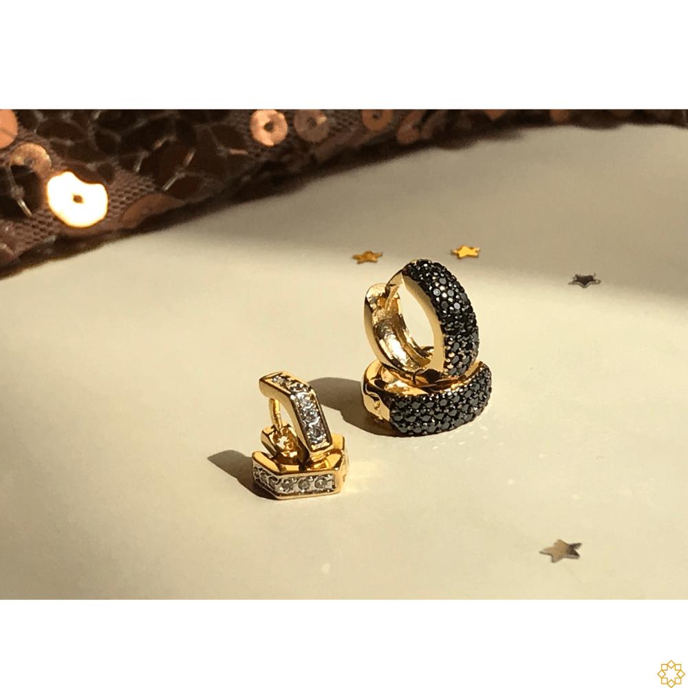 Conjunto Brinco de Argola Primeiro e Segundo Furo zirconias Onix com argolinha losango banhado em ouro 18k